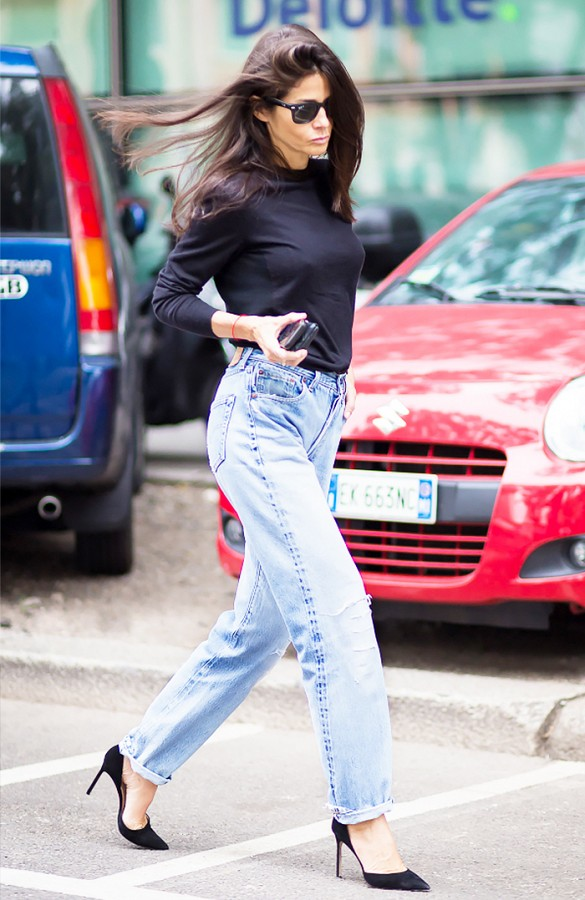 mom jeans black pumps via style du monde - С чем носить mom-jeans: 10 модных образов