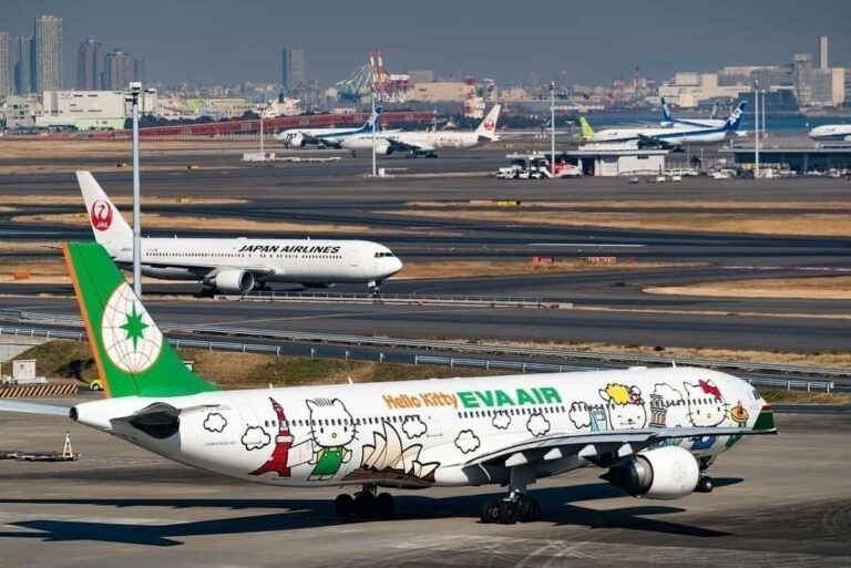 Eva Airways Hello Kitty Around The World Livery Airbus A330 302 B 16333 24290481235